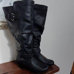 Rialto Crystal black boots 9 vegan leather